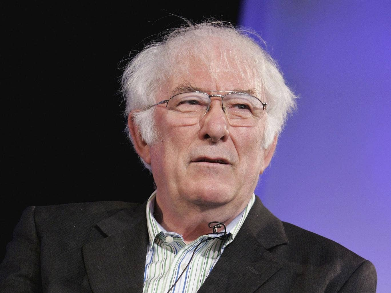seamus heaney writing style Seamus heaney's digging features scattered rime in eight stanzas of varied lines the speaker compares his own style of work with that and he is writing.