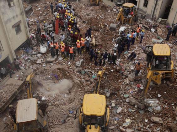 AN26935818Indian-rescuers-u.jpg