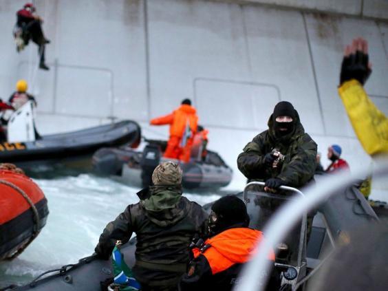 greenpeace-activists-ship.jpg
