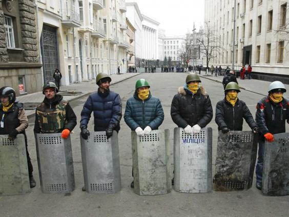 ukraine-protesters-barrier-.jpg