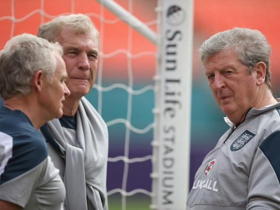 anager-Roy-Hodgson-talks-with-Sir-Trevor-Brooking-and-Professor-Steve-Peters-(L)-during-an-England-training-session-at-The-Sunlife-Stadium.jpg