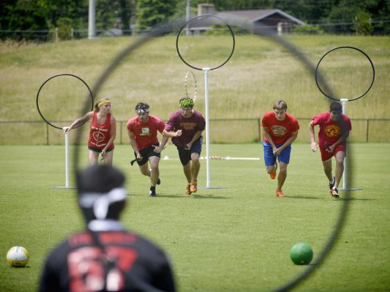 How to Play Muggle Quidditch foto