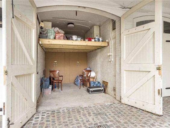 garageint.jpg