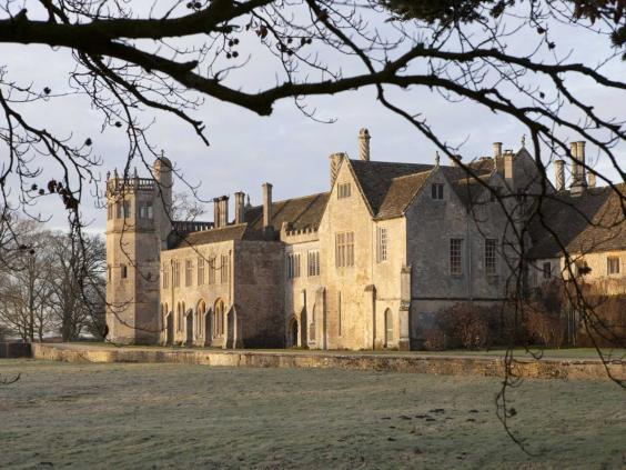 24-lacock-abbey.jpg