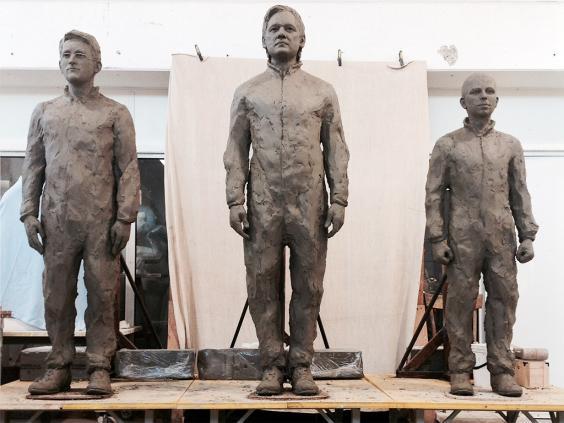 web-assange-statue-2.jpg
