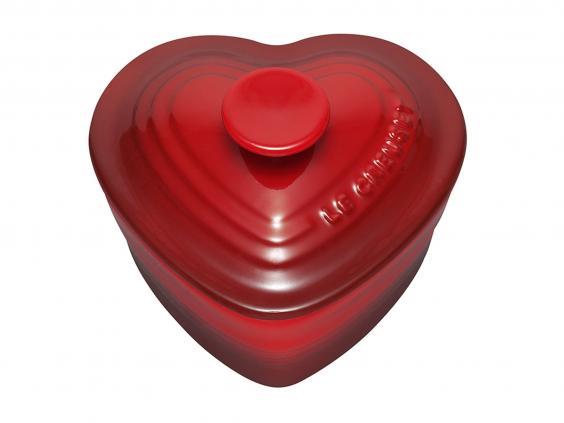 Le_Creuset_Stoneware_Heart_Ramekin_with_Lid_10_cm_£17_Amazon_1.jpg