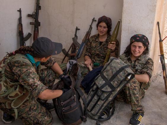 Kurdish-female-fighters.jpg