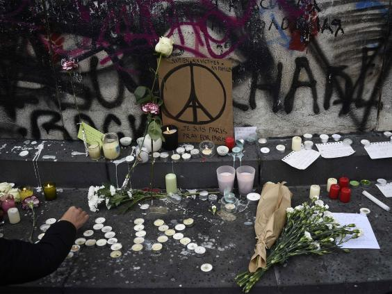 Paris-flowers-AFP.jpg
