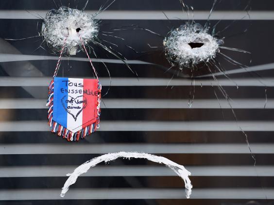 paris-attacks-tributes-8.jpg