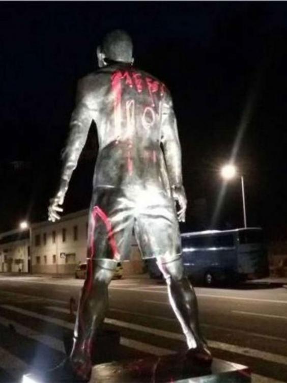 ronaldo-statue-2.jpg