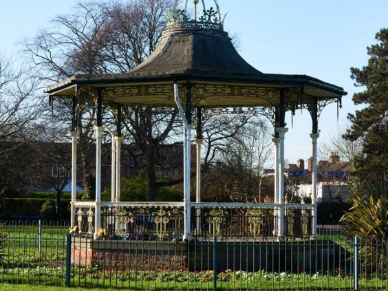 24-croydon-bandstand-michatheiner.jpg