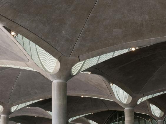 QueenAliaInternationalAirport-Alamy.jpg