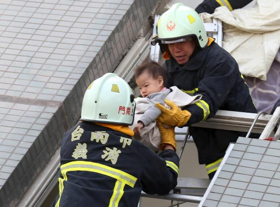 AN91089010Rescue workers re.jpg