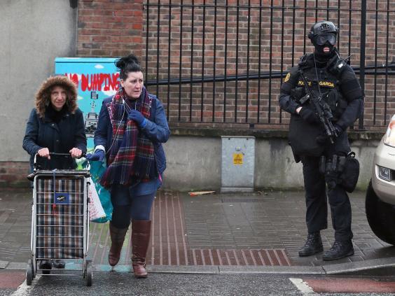 Armed-Dublin-police-2.jpg