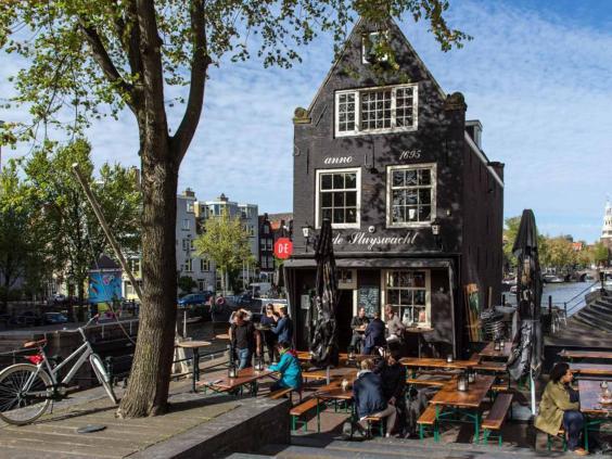 amsterdam-cafe-alamy.jpg