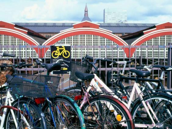 bicycles-copenhagen-alamy.jpg