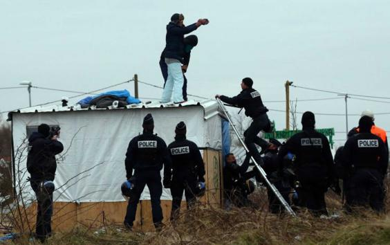 8-Calais-Jungle-02.jpg