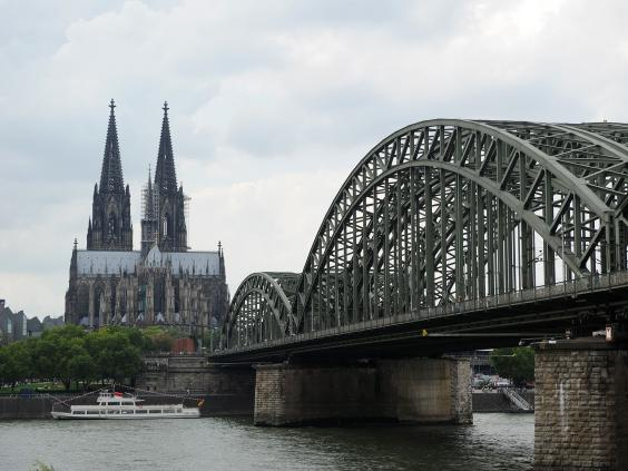 Cologne-bridge-cathedral.jpg