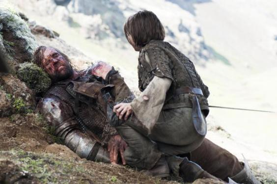 arya-leaves-the-hound-to-die-a-slow-painful.jpg