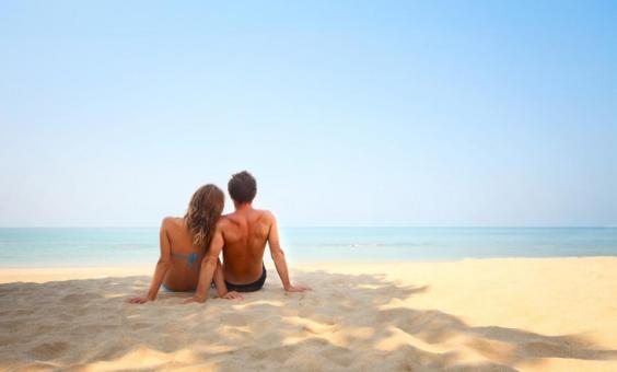 couple-on-beach-960x578.jpg
