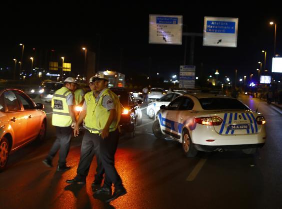 Breaking News : Penembakan dan Serangan Bom di Bandara Turki Tewaskan 10 Orang