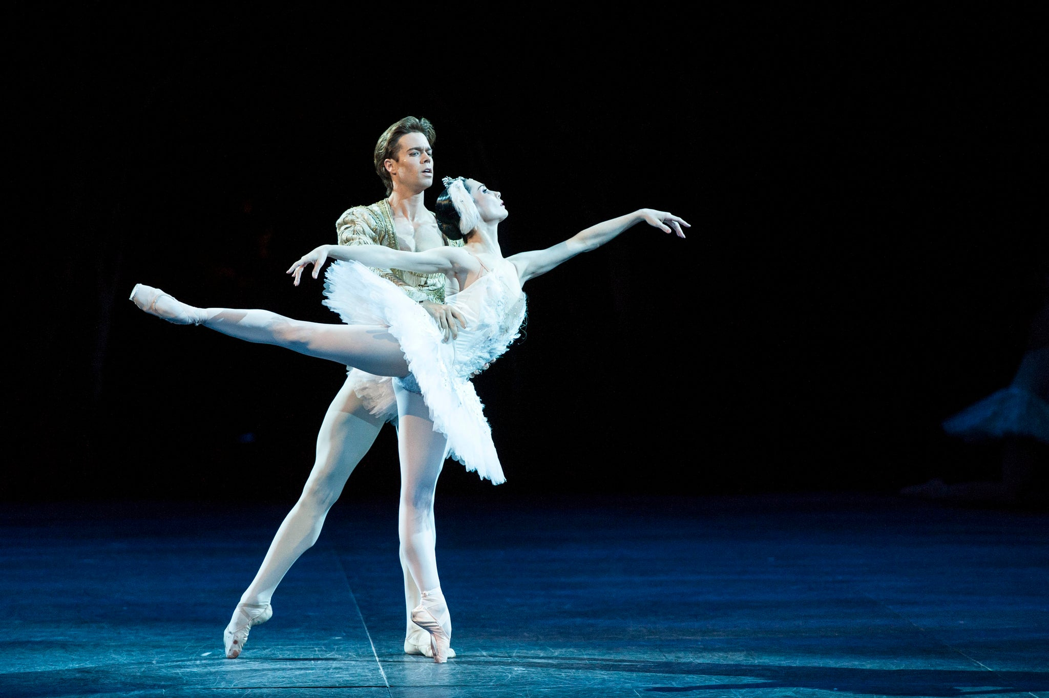 Ballet Review Swan Lake In The Round Royal Albert Hall