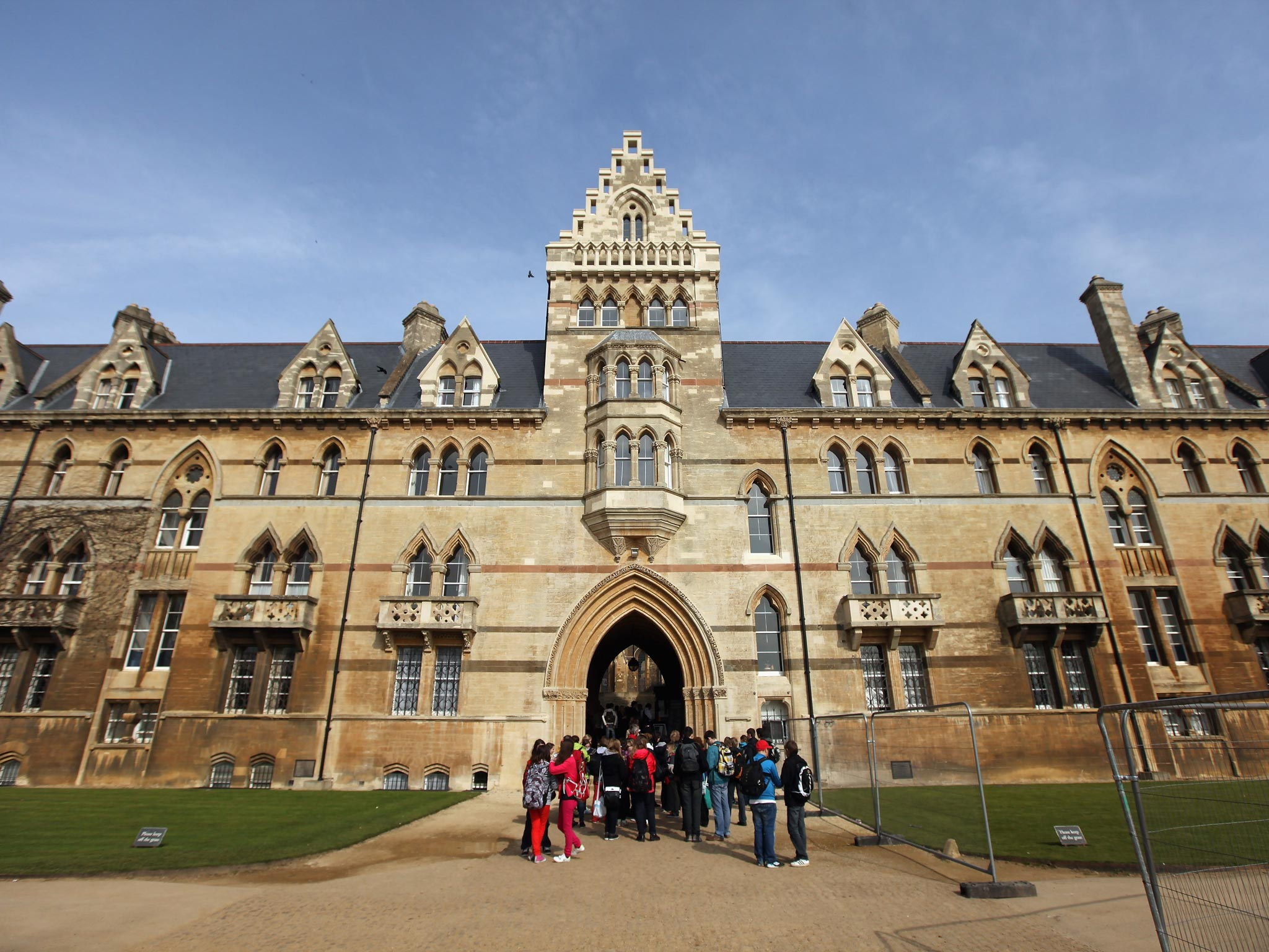 Oxford University Apologises After Students Were Emailed A