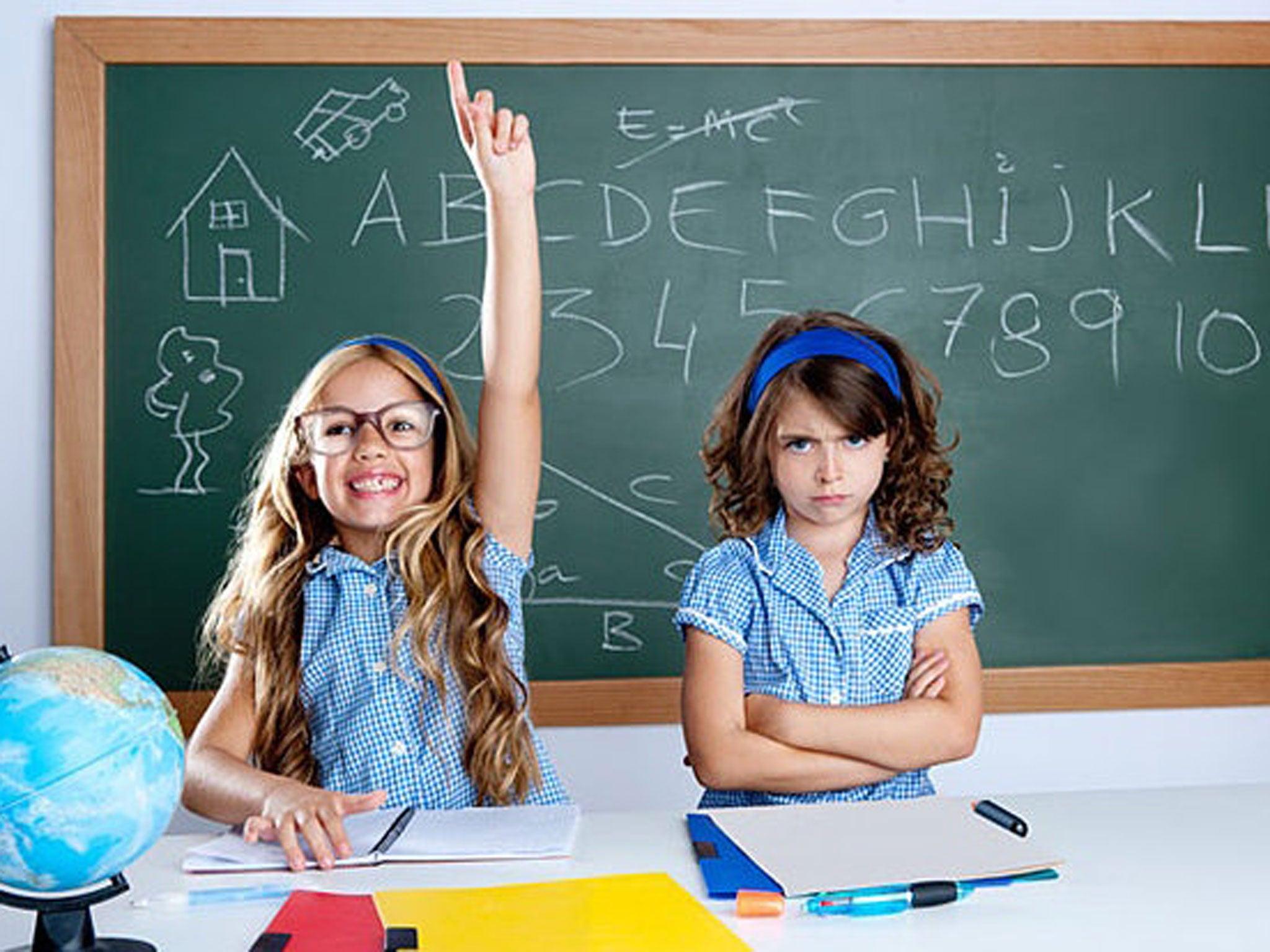 Фото девочка на уроке 25 фотография