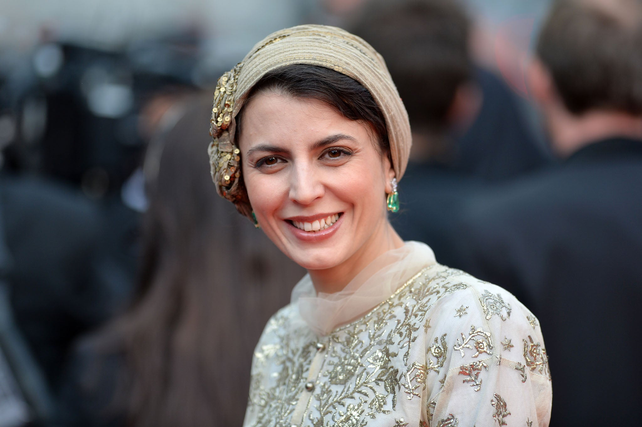 leila hatami apologises for cannes kiss after angering