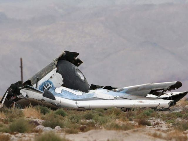 A piece of debris after the crash of Virgin Galactic's SpaceShipTwo near Cantil, Californie
