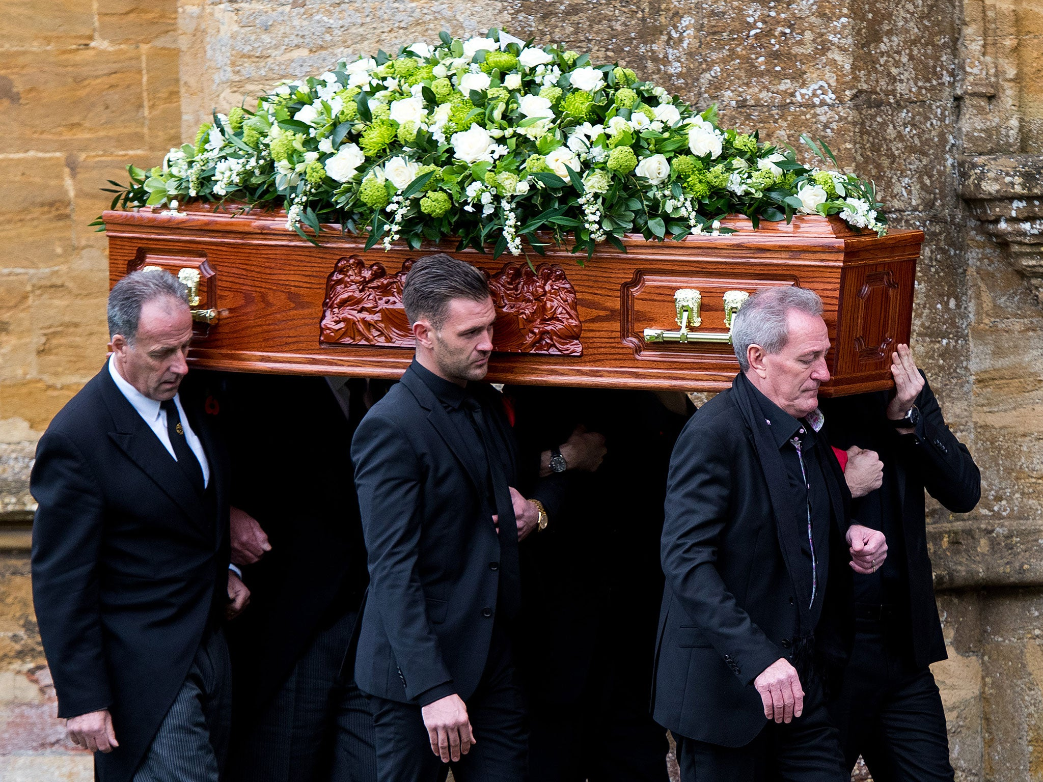 Http Www Independent Co Uk News People Lynda Bellingham Funeral Julian Fellowes Coleen Nolan And Stanley Tucci Pay Final Tributes At 9836054 Html