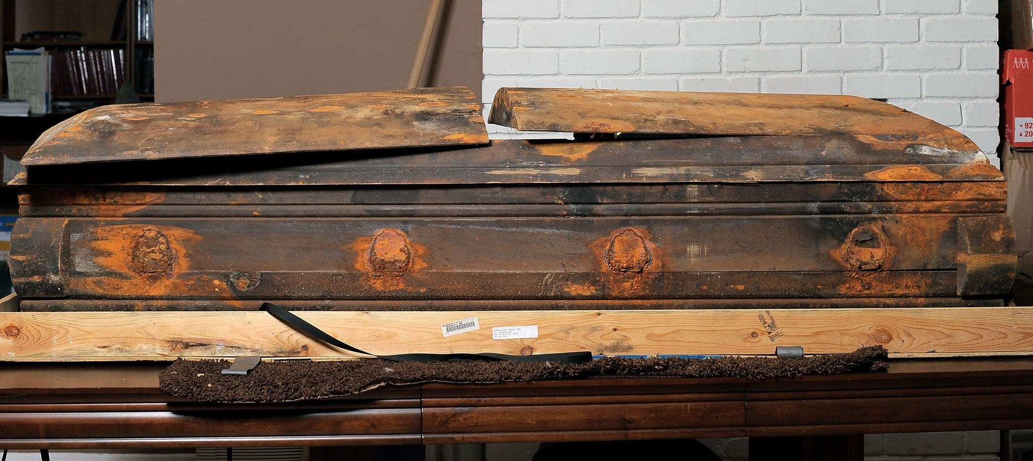 Jfk Killer Lee Harvey Oswalds Coffin Embroiled In Legal