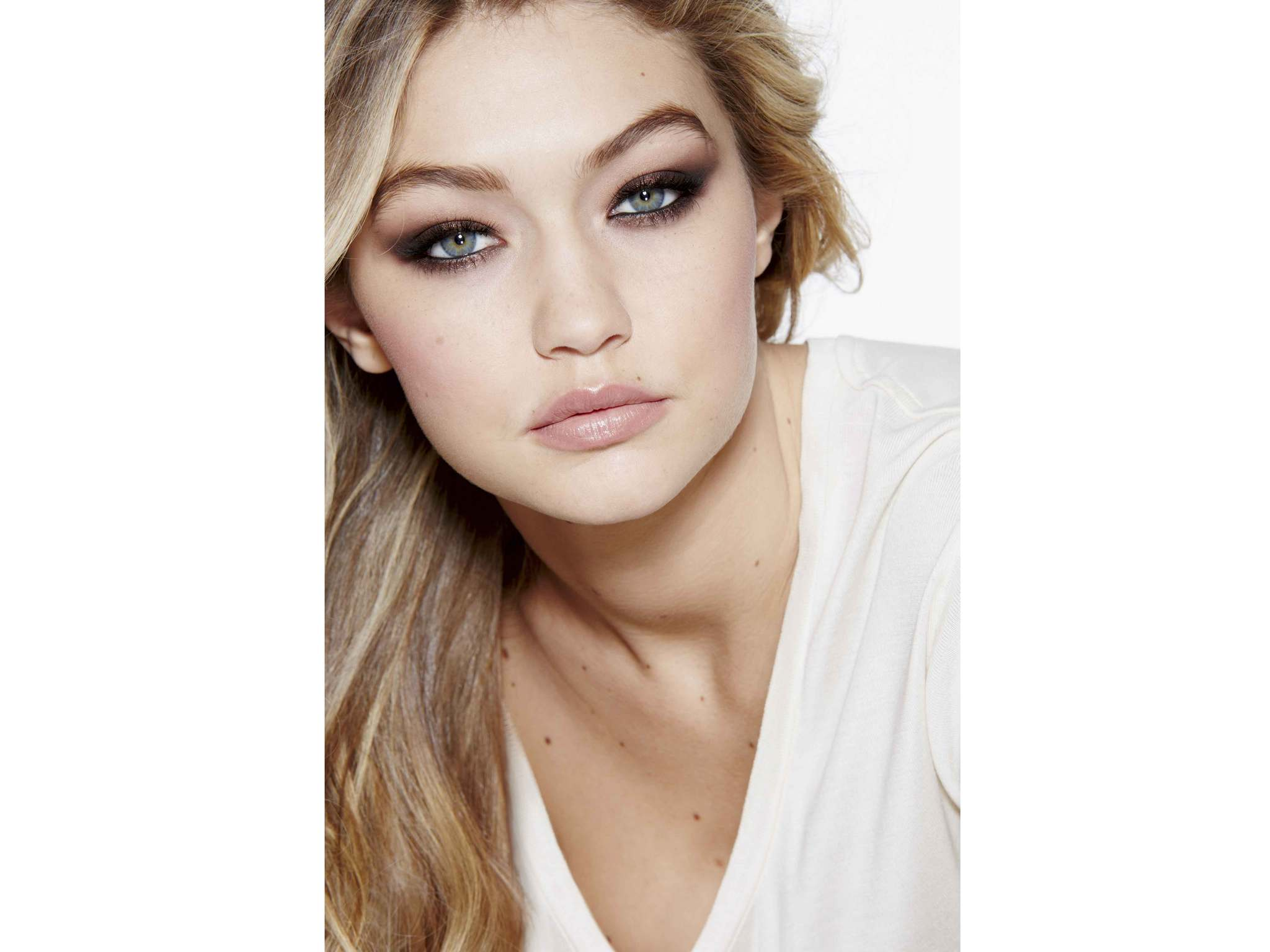 gigi hadid unveiled as the new face of maybelline the independent. Black Bedroom Furniture Sets. Home Design Ideas