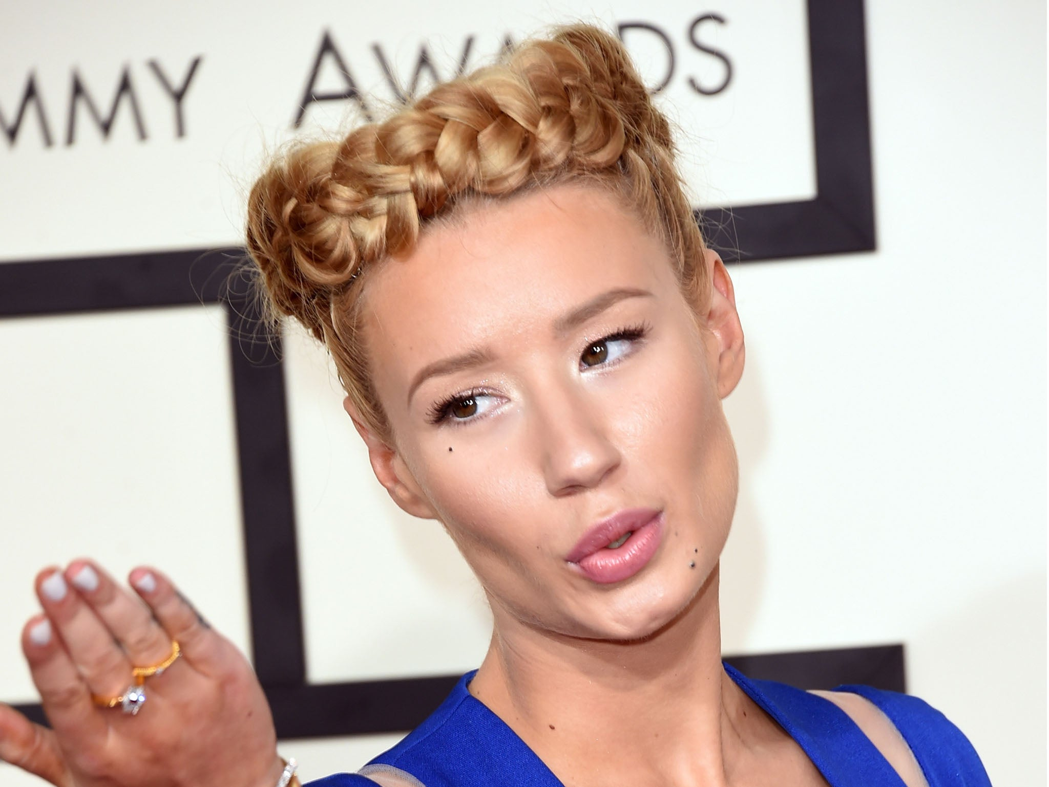iggy azalea threatens papa john 39 s with legal action after pizza delivery boy gives out her. Black Bedroom Furniture Sets. Home Design Ideas