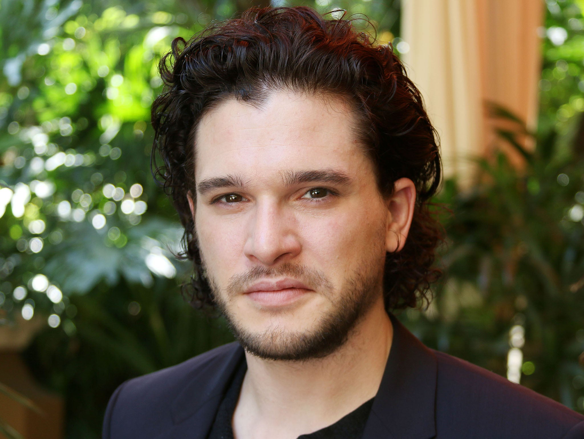kit harington being labelled a hunk is offensive and