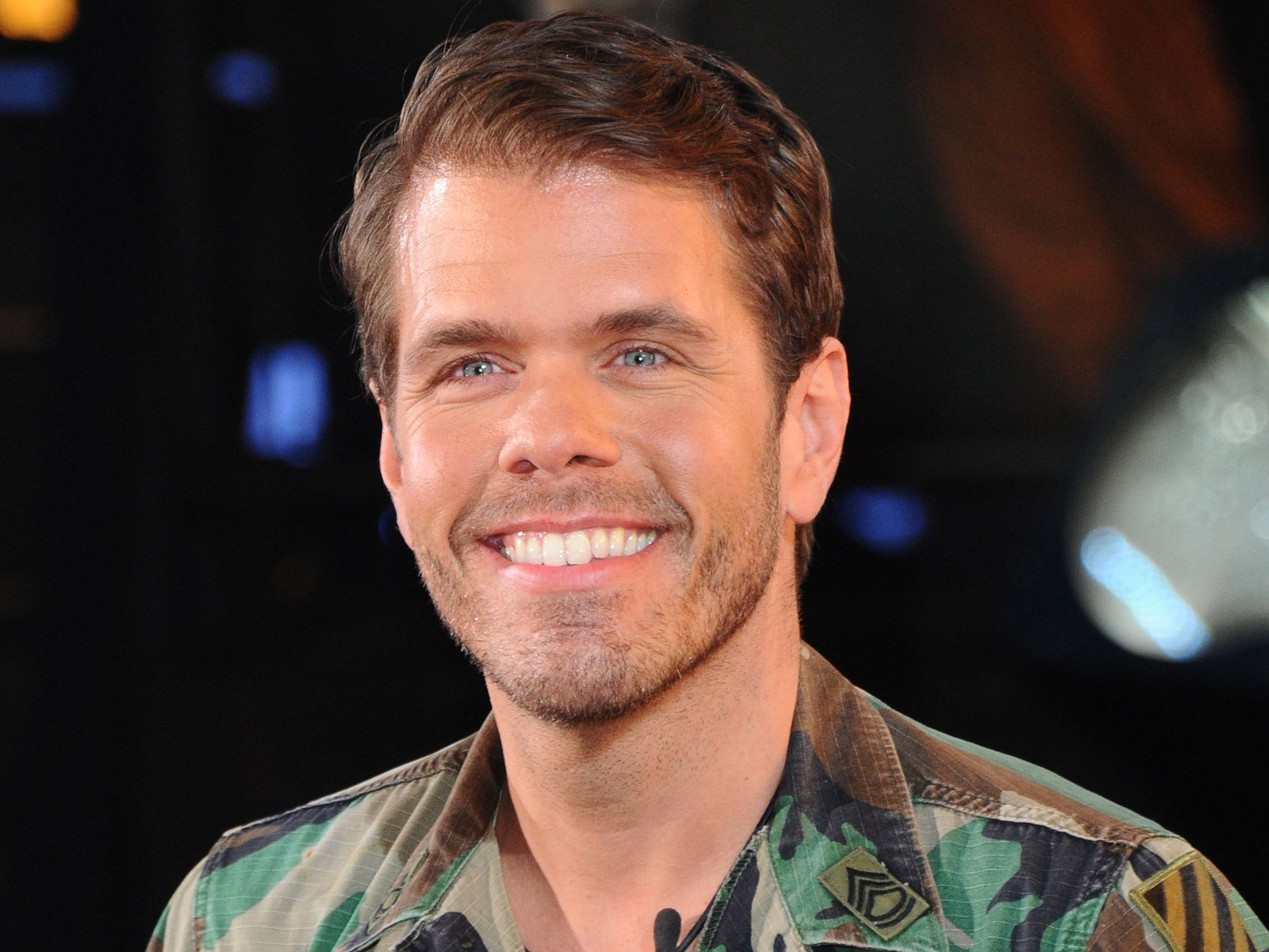 perez hilton defends shower photo with his son after being
