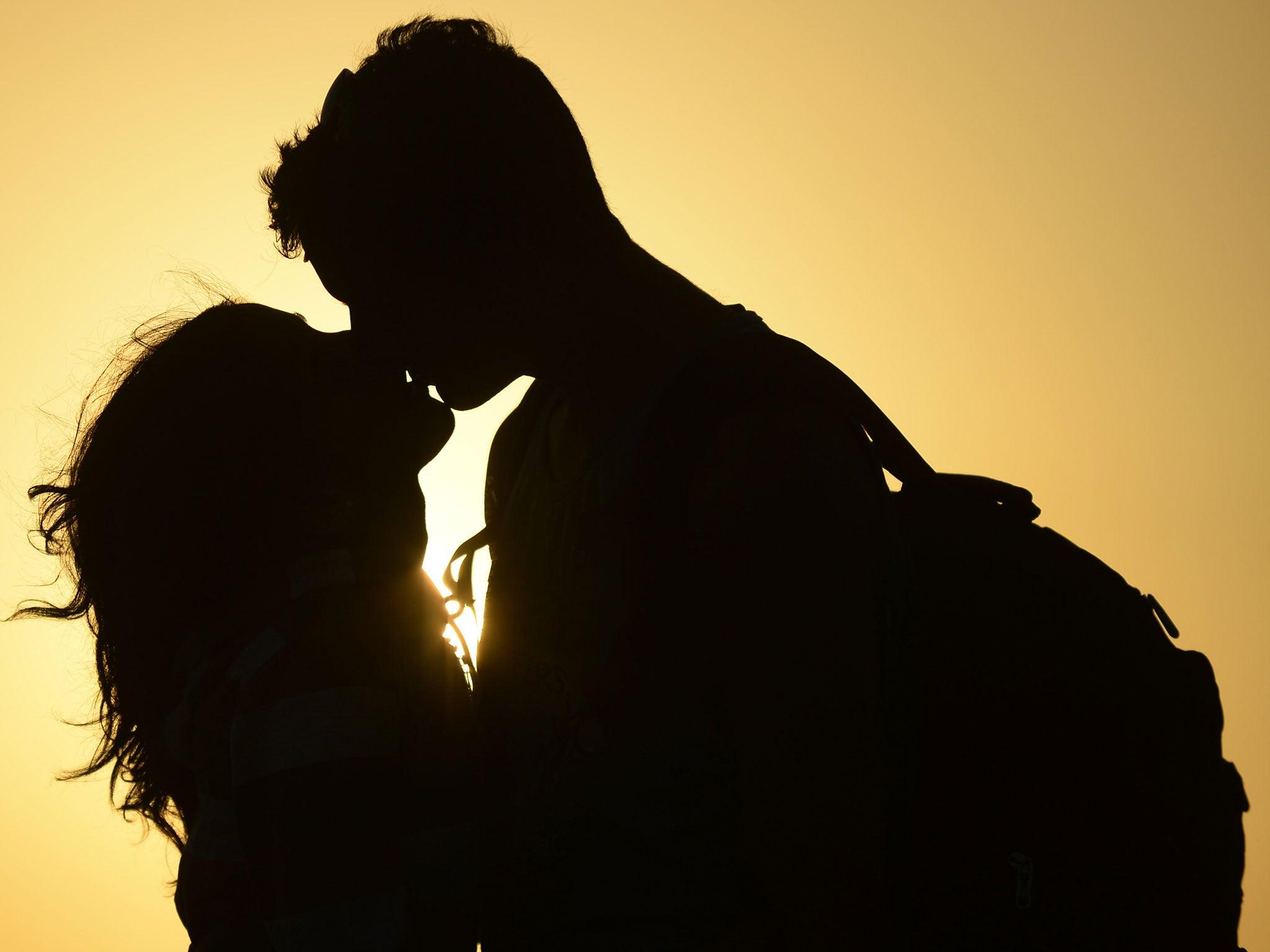 sex film kissing photos