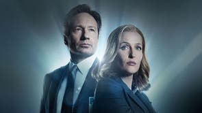 """Fox Mulder (David Duchovny) states that his sister Samantha was abducted by aliens but his recollections of it are contradictory. During hypnotherapy regression therapy, he says he was unable to move at the time, but during flashbacks, he is perfectly able to do so. Mulder is also seen wearing a wedding ring in the season five episode """"Travellers"""". Why had he never mentioned being married? In reality, Duchovny had recently got married. But it added a big change to Mulder's past."""