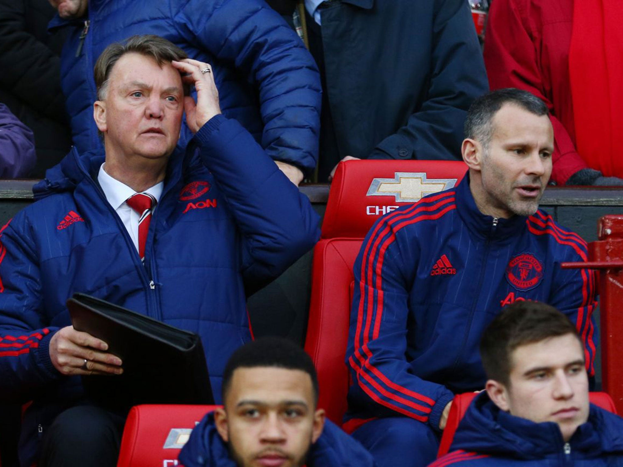 Ryan Giggs future: Manchester United fear legend will leave if not given manager's job after Louis van Gaal