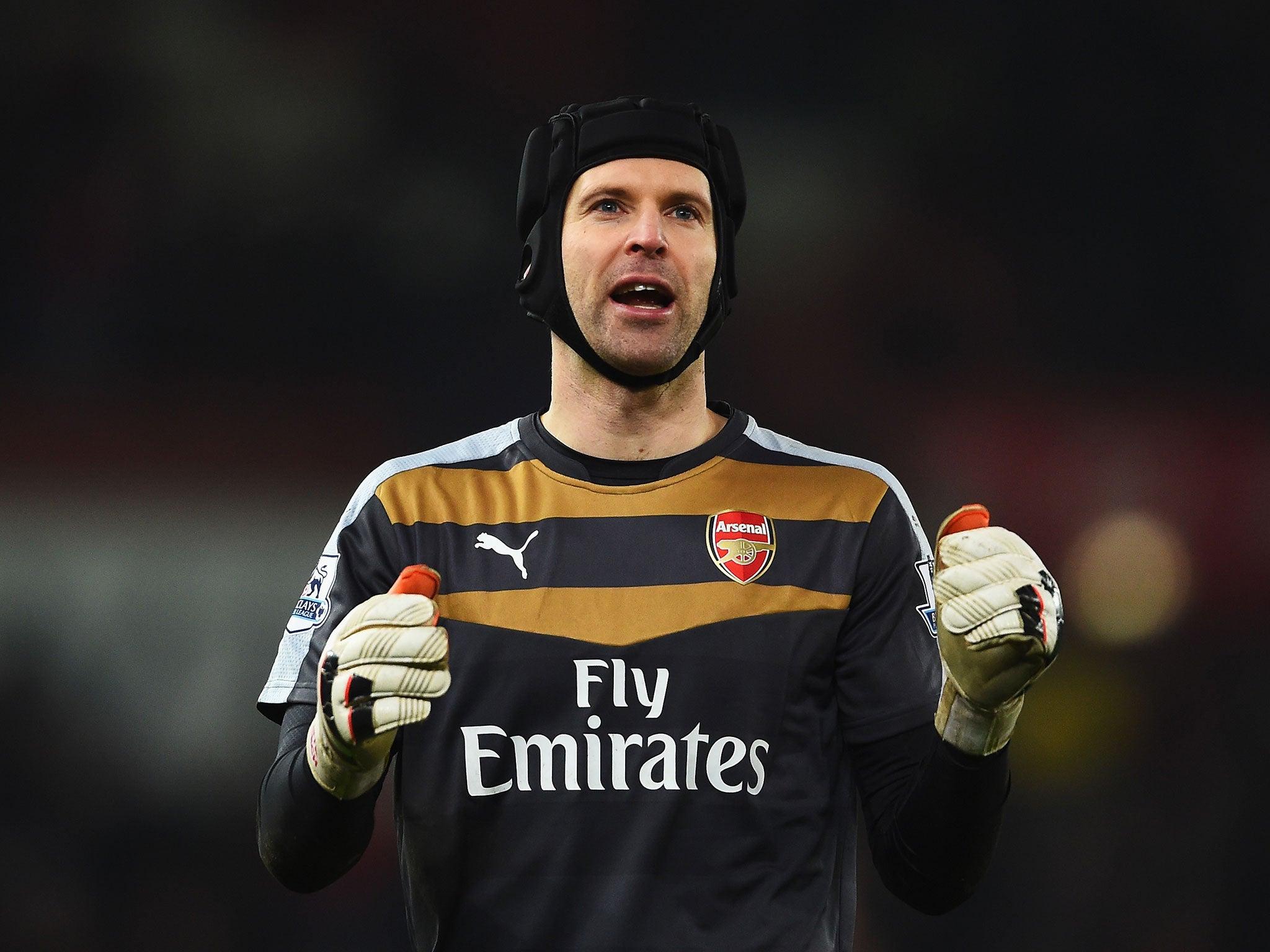 Per Mertesacker talks up value of Petr Cech to Arsenal
