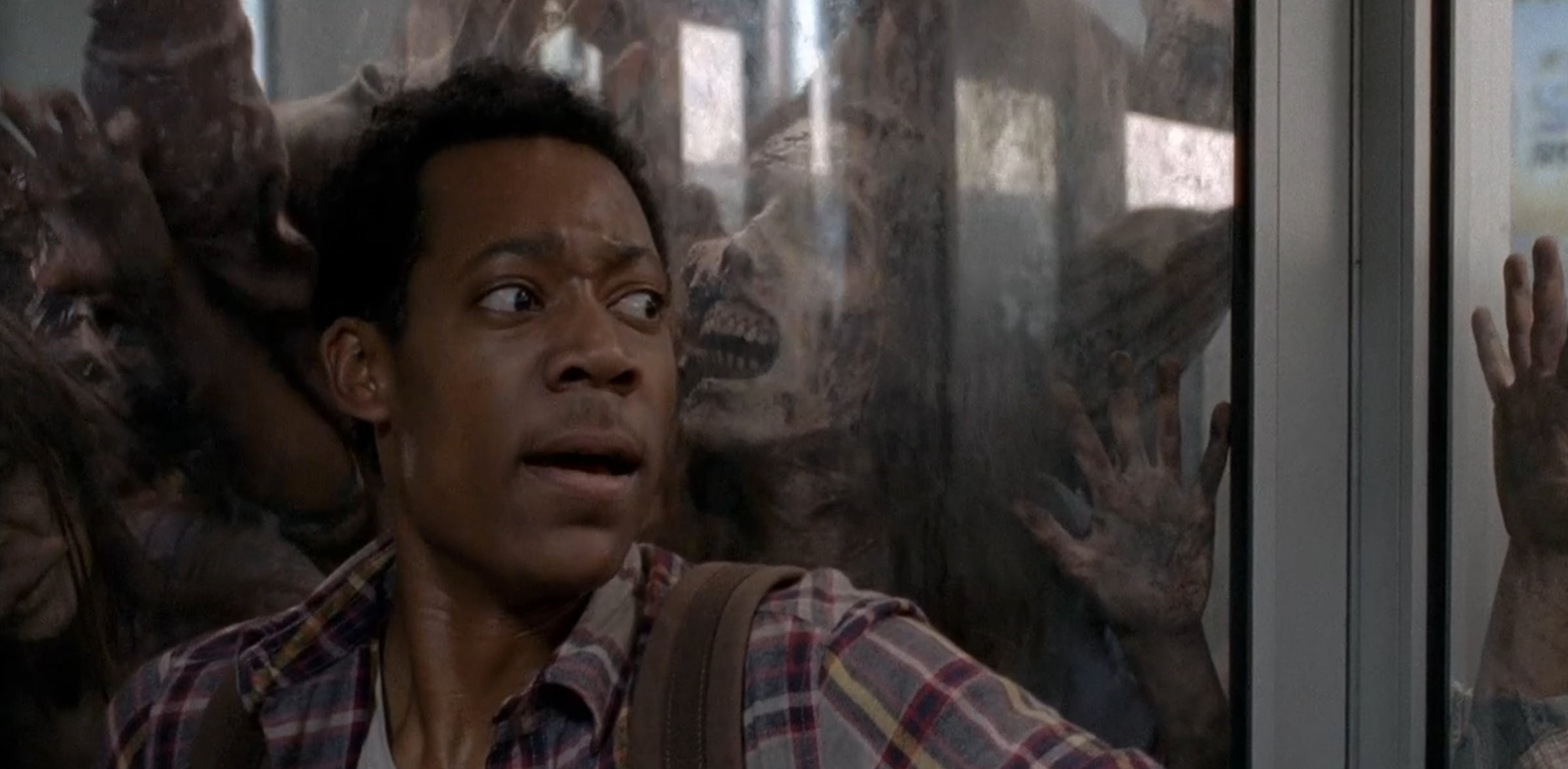 ... When Does Walking Dead Resume Uk by The Walking Dead Actor Williams  Bitten By A Fan ...