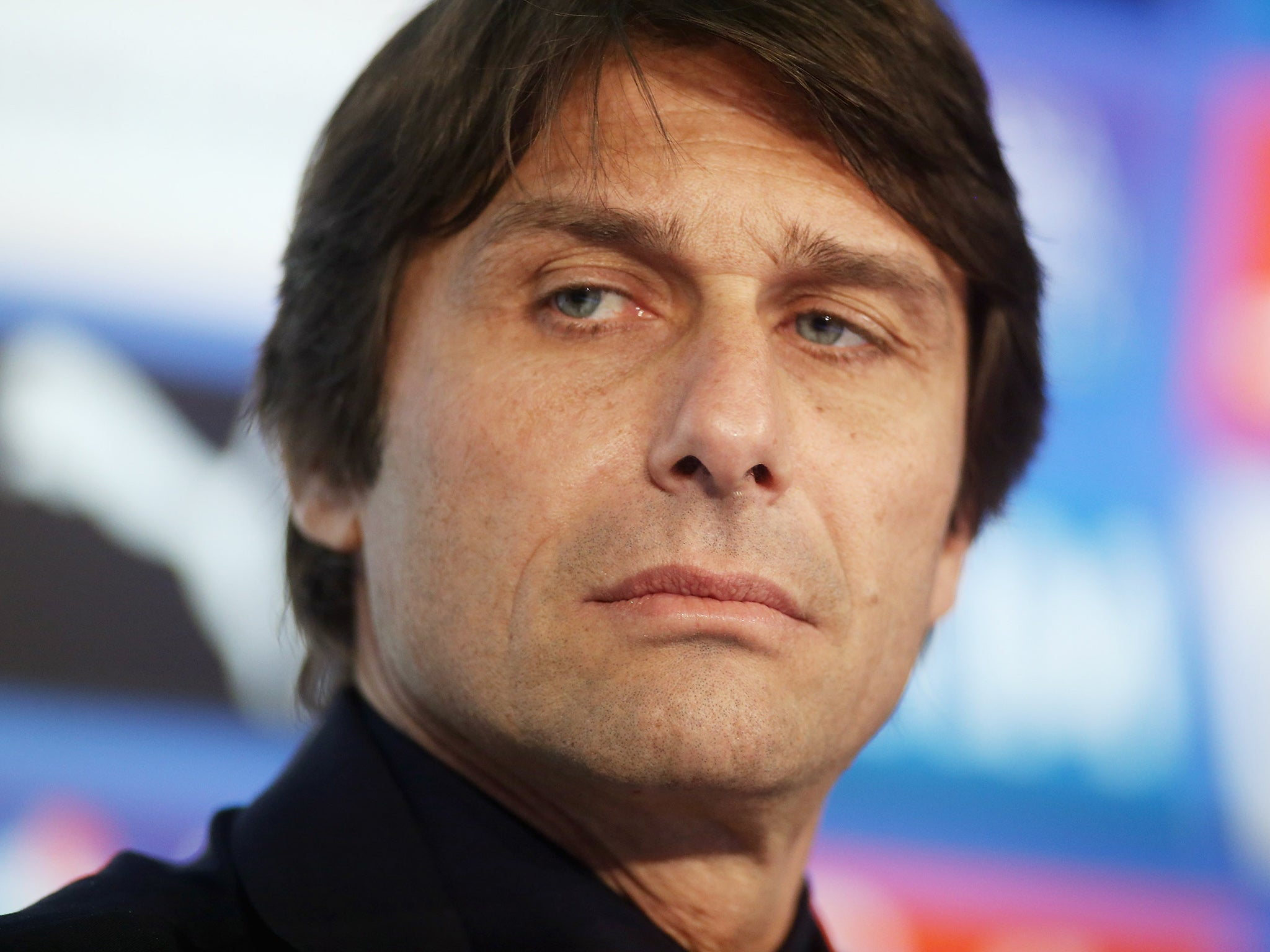 The 48-year old son of father (?) and mother(?), 178 cm tall Antonio Conte in 2018 photo