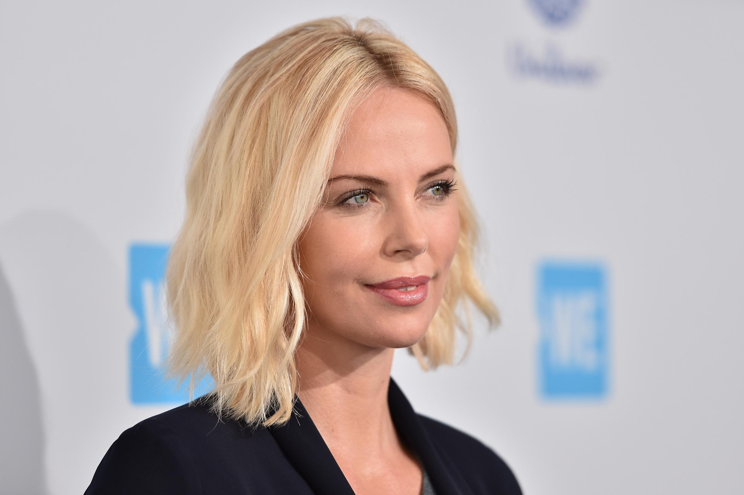 Fast and Furious 8: Ch... Charlize Theron Dating