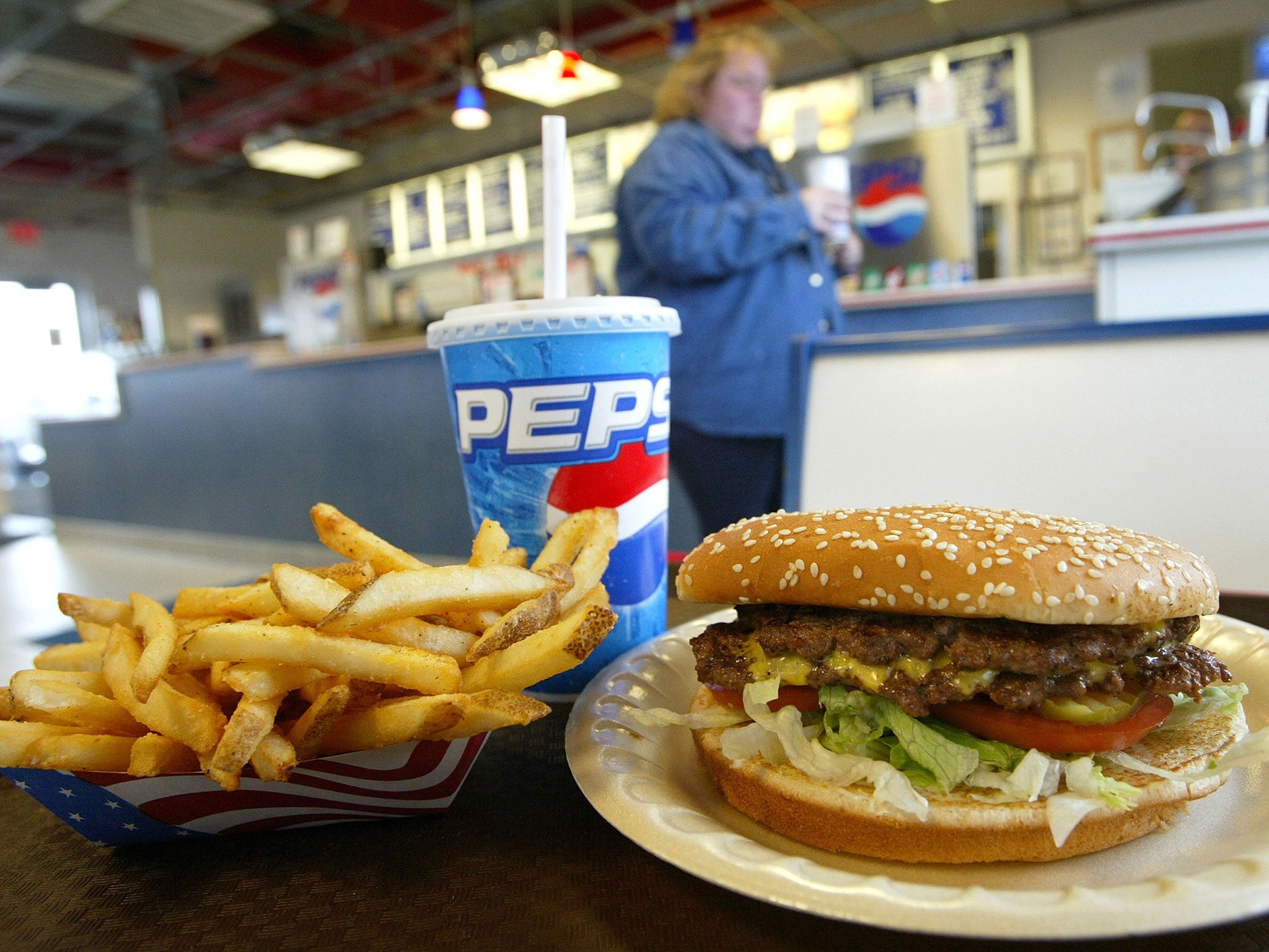 fast food obesity Although some authors argue that fast food consumption has played a negligible role in the obesity epidemic, 5, 6 numerous studies have shown the opposite to be true 7, 8 a cohort study by pereira et al showed that participants who visited fast food restaurants more than twice a week at baseline and were still doing so at a follow-up 15 years.