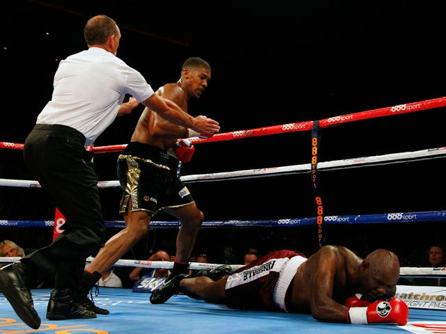Needing less than six minutes, Joshua delivered his trademark blow to 47-year-old veteran Matt Skelton taking his tally to seven on the trot.