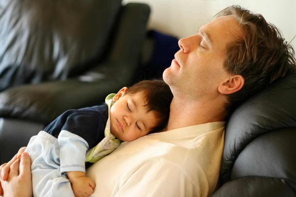 Спящие дети с отцами фото