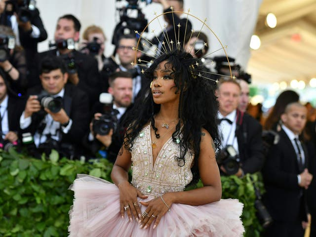 SZA wears a frothy Atelier Versace gown and a headpiece by Chrishabana