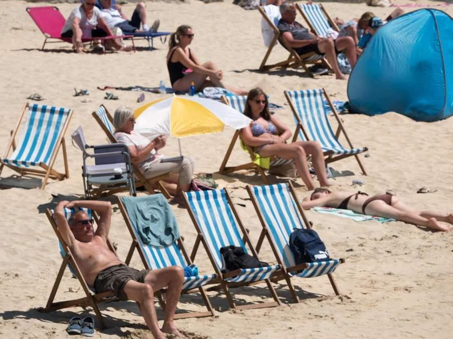 UK heatwave caused nearly 400 extra deaths this summer, figures show