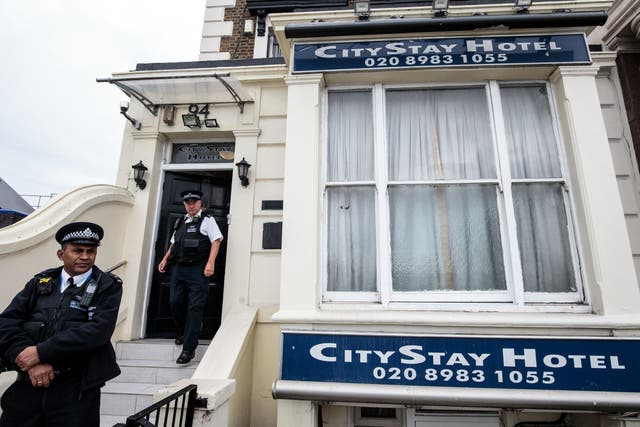 Police officers stand outside the City Stay Hotel in Bow where on Sunday, 4 Maart, 'Boshirov' and 'Petrov' made the same journey from the hotel as they did the previous day, again using the underground from Bow to Waterloo station at approximately 8.05am, before continuing their journey by train to Salisbury