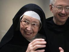 Sister Wendy Beckett: Catholic nun who became a celebrated BBC art critic